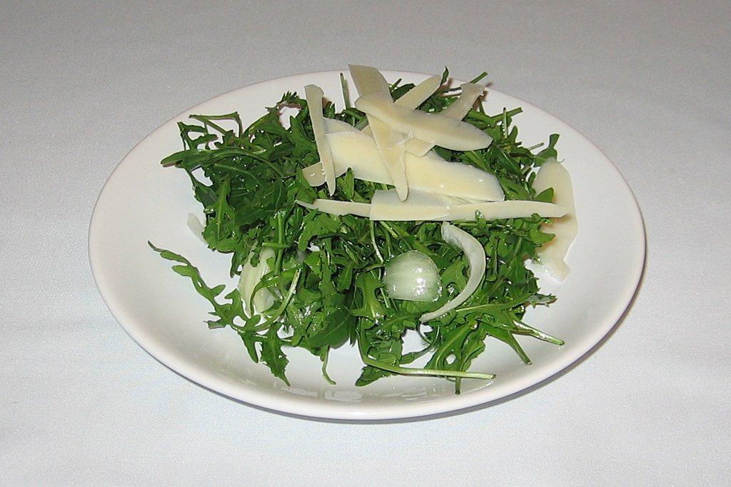 Salata rucola cu parmezan