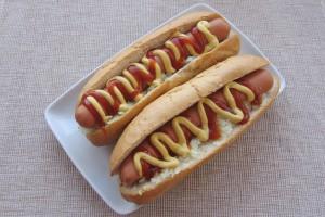 Hot dog cu ceapa