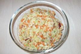 Salata Coleslaw cu mar si sos de iaurt