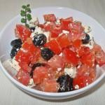 Salată mediteraneană de roşii cu brânză