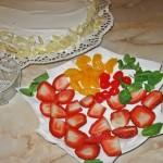 Fructe decor pentru tort cu fructe si frisca
