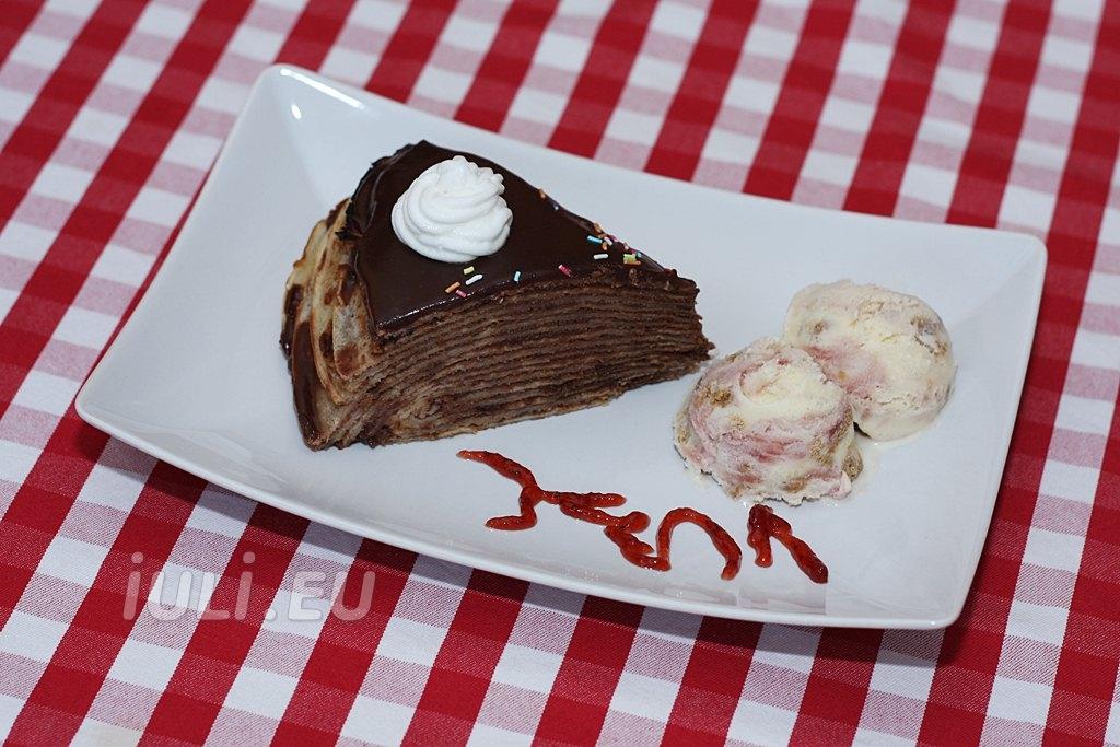 Tort de clatite cu crema de ciocolata