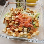 Salata verde cu somon afumat si crutoane