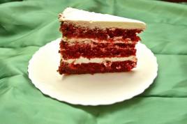 Tort Red Velvet cu crema de mascarpone si frisca