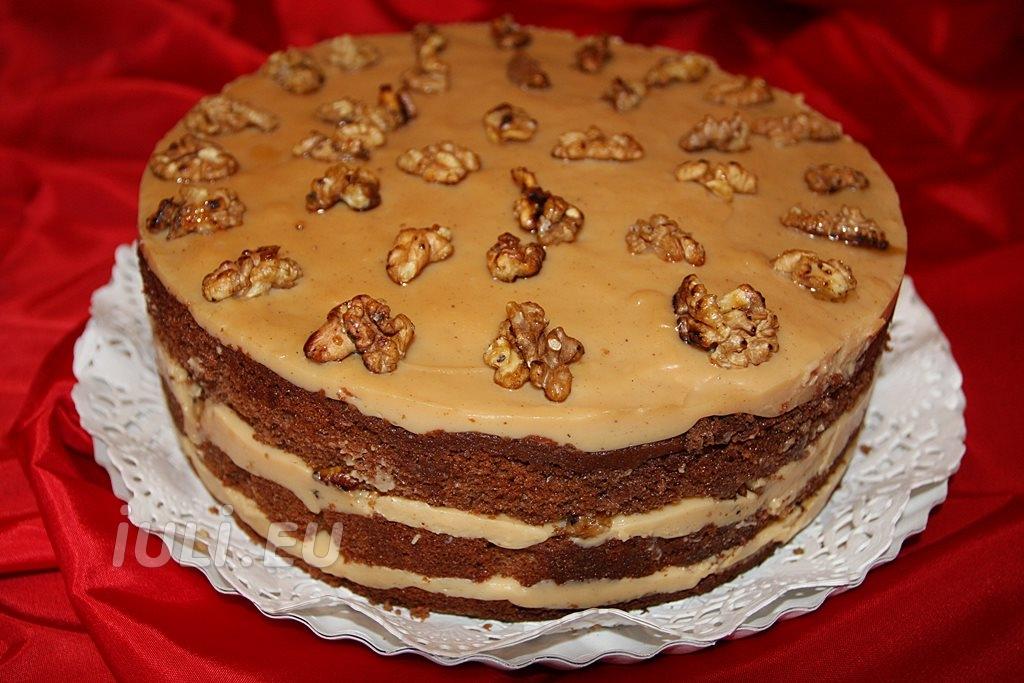 Tort cu crema caramel cu nuci prajite si caramelizate