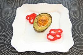 Avocado copt umplut cu ou