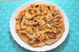 Pizza cu pui porumb si ciuperci