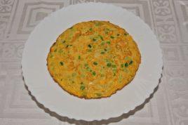 Omleta cu porumb dulce si ceapa verde