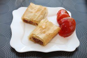 Placinta cu carne tocata de vita si gogosari murati