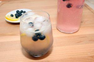 Pahar-limonada-cu-afine