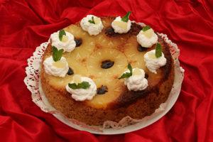 Tort-rasturnat-cu-ananas-si-curmale